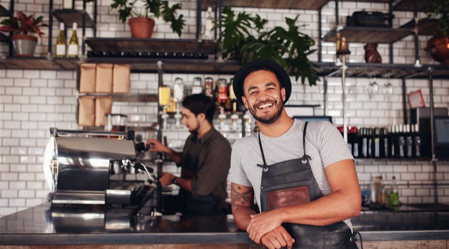 coffee-shop-worker-smiling-to-camera-P68EEY2 (1)